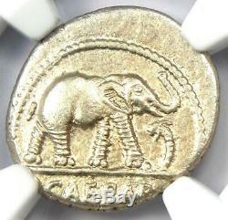 Roman Jules César Ar Denarius Elephant Silver Coin 48 Bc Certifié Ngc Au